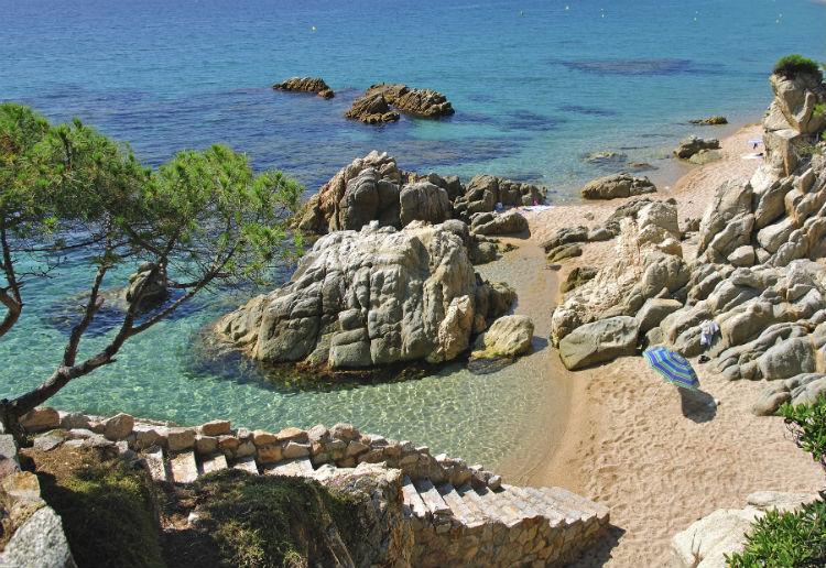 Strand an der Katalonischen Küste