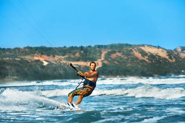 Kitesurfen für Anfänger: Action pur an Spaniens Küsten