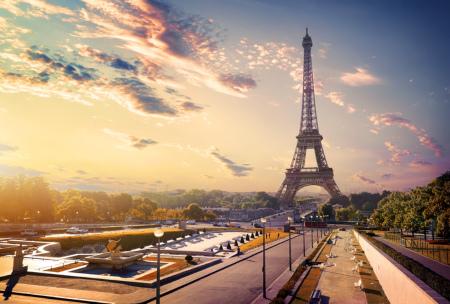 Eiffelturm beim Sonnenaufgang