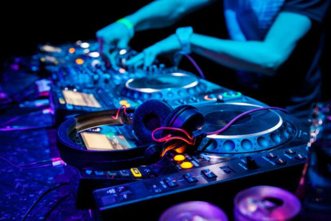 6 Techno Clubs in Amsterdam, die man besuchen muss!